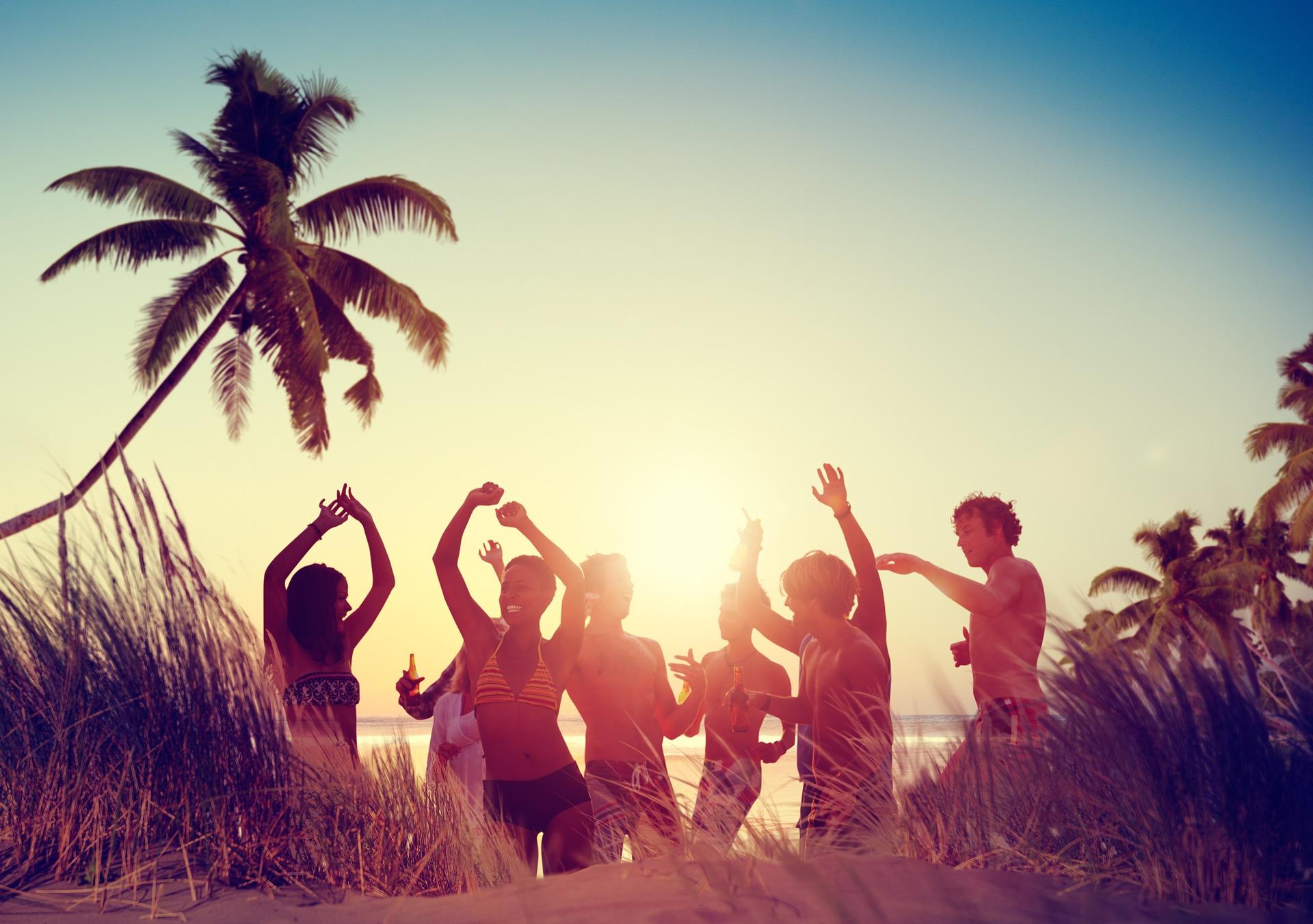 ビーチでみんなで楽しく過ごす環境